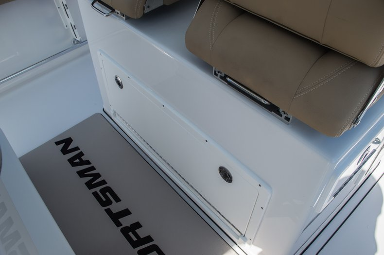 Thumbnail 68 for New 2016 Sportsman Open 312 Center Console boat for sale in Miami, FL