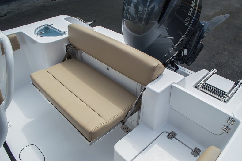 Thumbnail 41 for New 2016 Sportsman Open 212 Center Console boat for sale in Miami, FL