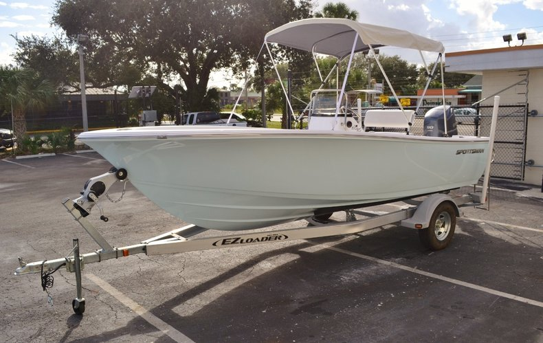 Thumbnail 3 for New 2016 Sportsman 19 Island Reef boat for sale in Miami, FL