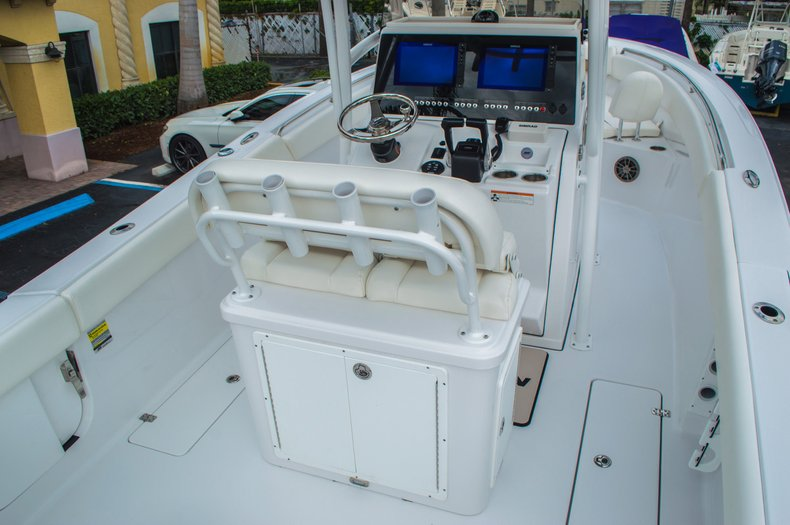 Thumbnail 13 for New 2016 Sportsman Open 252 Center Console boat for sale in Miami, FL