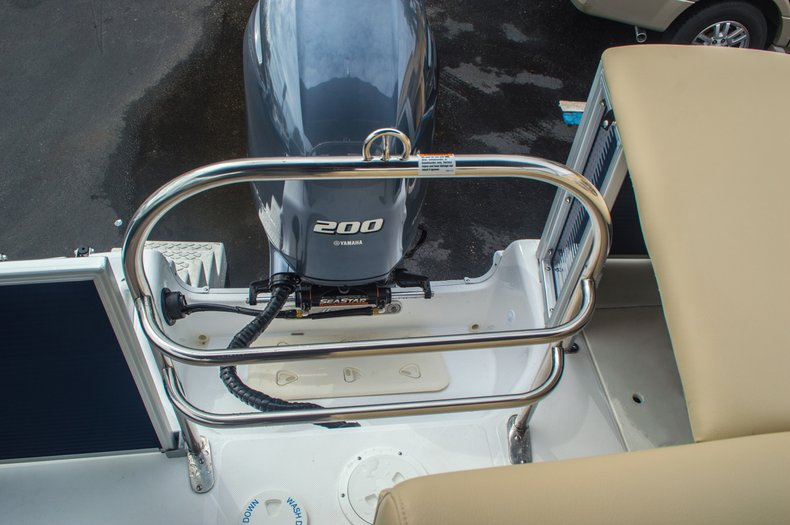 Thumbnail 16 for New 2016 Hurricane FunDeck FD 236 OB boat for sale in Miami, FL