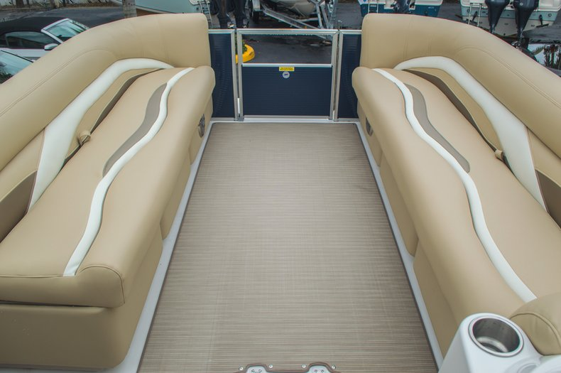 Thumbnail 45 for New 2016 Hurricane FunDeck FD 236 OB boat for sale in Miami, FL