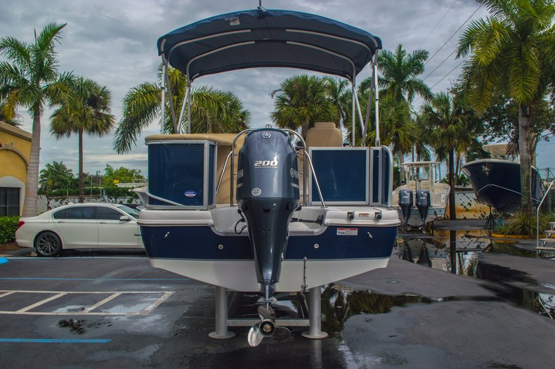Thumbnail 6 for New 2016 Hurricane FunDeck FD 236 OB boat for sale in Miami, FL