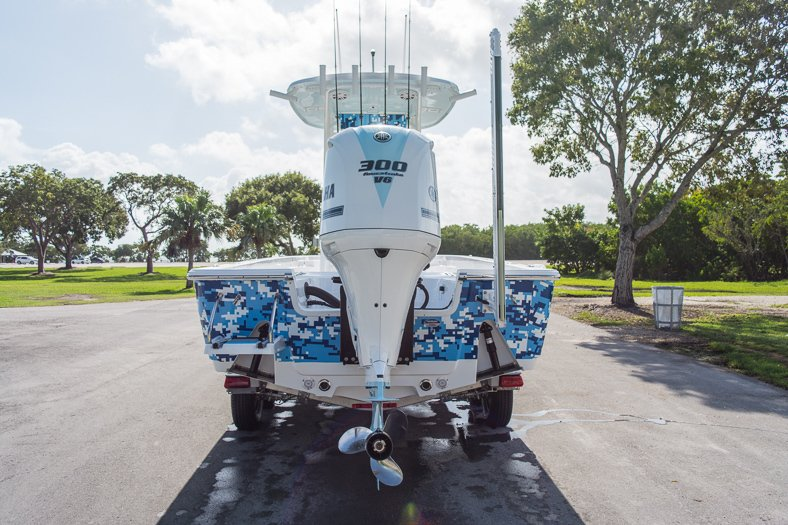Thumbnail 2 for New 2016 Sportsman Masters 247 Elite Bay Boat boat for sale in Miami, FL