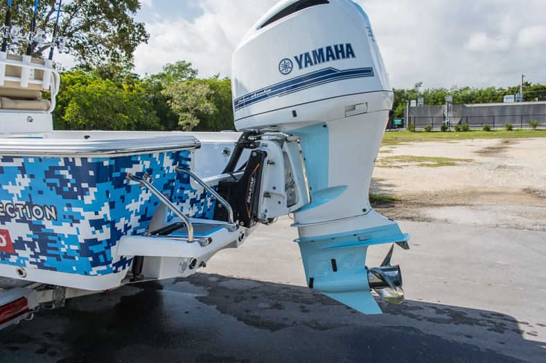 Thumbnail 11 for New 2016 Sportsman Masters 247 Elite Bay Boat boat for sale in Miami, FL