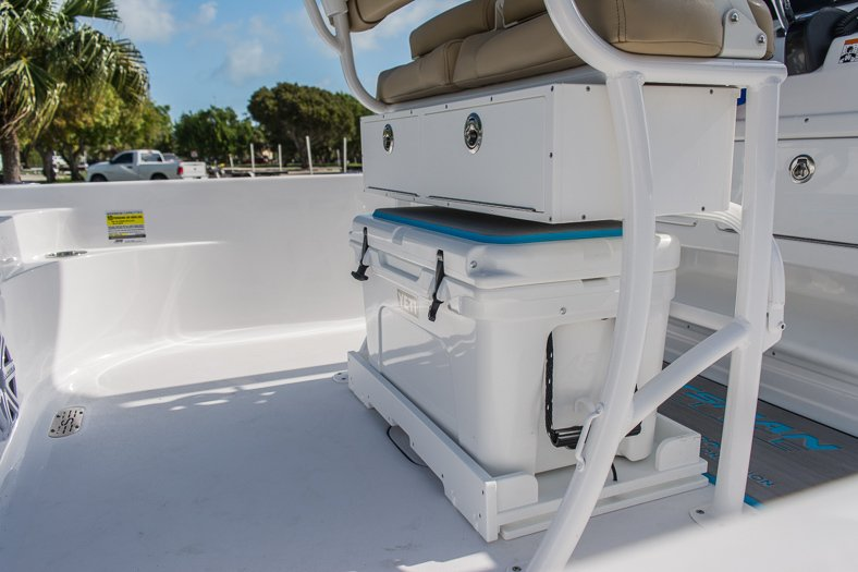 Thumbnail 16 for New 2016 Sportsman Masters 247 Elite Bay Boat boat for sale in Miami, FL