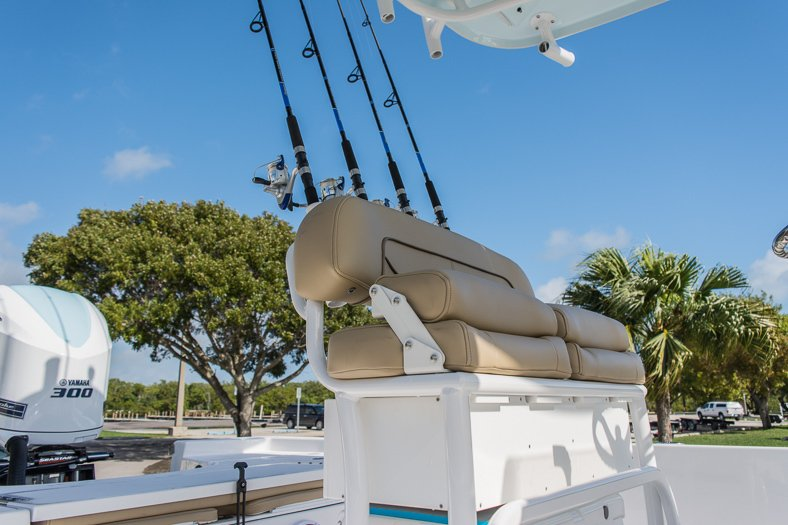Thumbnail 18 for New 2016 Sportsman Masters 247 Elite Bay Boat boat for sale in Miami, FL
