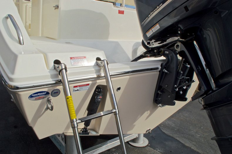 Thumbnail 10 for New 2016 Cobia 237 Center Console boat for sale in Miami, FL