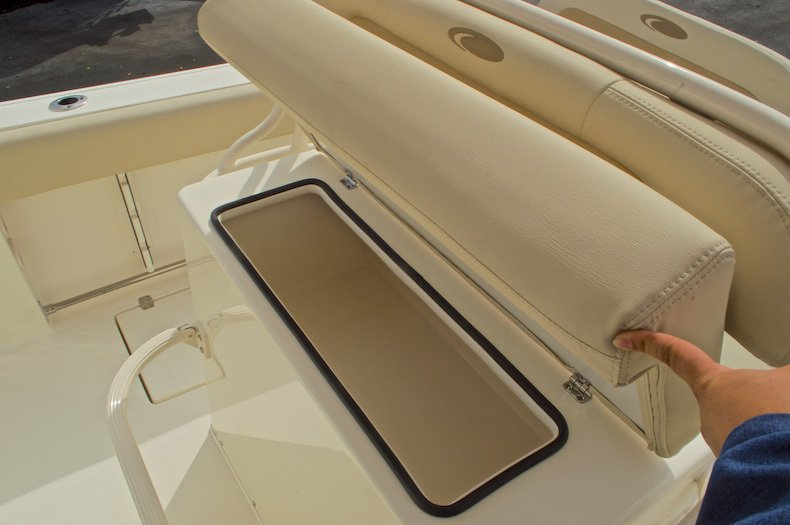 Thumbnail 33 for New 2016 Cobia 237 Center Console boat for sale in Miami, FL