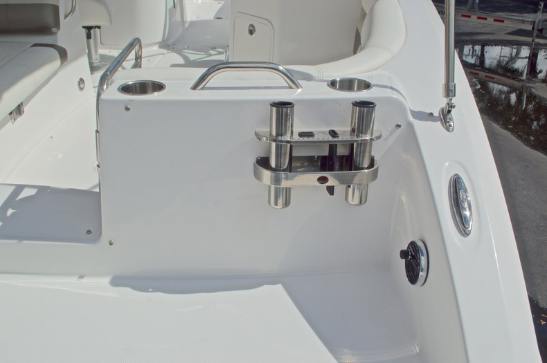 Thumbnail 10 for New 2016 Hurricane SunDeck SD 2690 OB boat for sale in Miami, FL