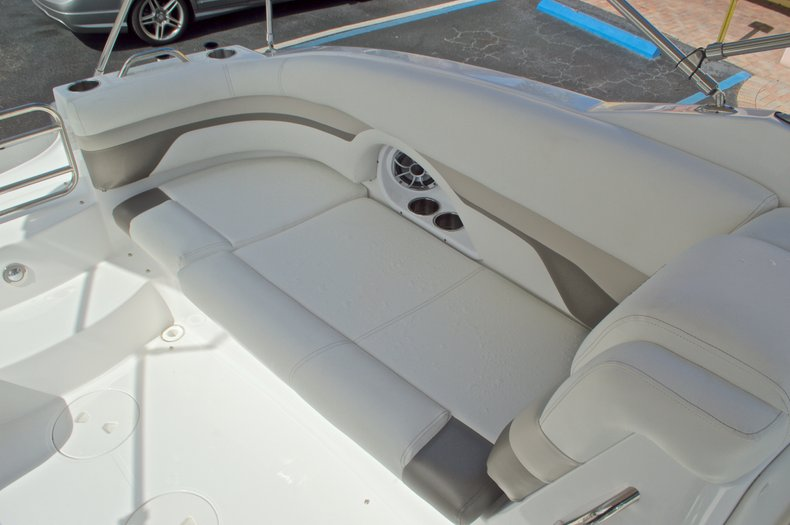 Thumbnail 22 for New 2016 Hurricane SunDeck SD 2690 OB boat for sale in Miami, FL