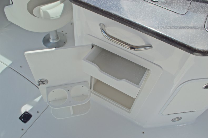 Thumbnail 29 for New 2016 Hurricane SunDeck SD 2690 OB boat for sale in Miami, FL