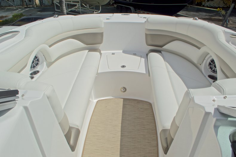 Thumbnail 47 for New 2016 Hurricane SunDeck SD 2690 OB boat for sale in Miami, FL