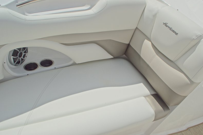 Thumbnail 52 for New 2016 Hurricane SunDeck SD 2690 OB boat for sale in Miami, FL