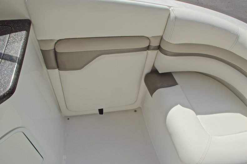 Thumbnail 20 for New 2016 Hurricane SunDeck SD 2690 OB boat for sale in Miami, FL
