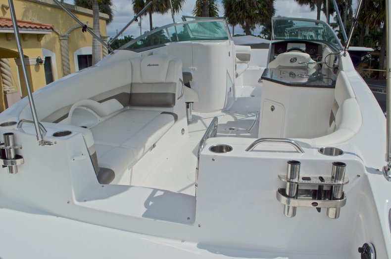 Thumbnail 14 for New 2016 Hurricane SunDeck SD 2690 OB boat for sale in Miami, FL