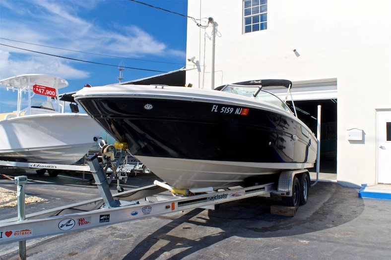 Thumbnail 1 for Used 2006 Sea Ray 220 Select boat for sale in Miami, FL