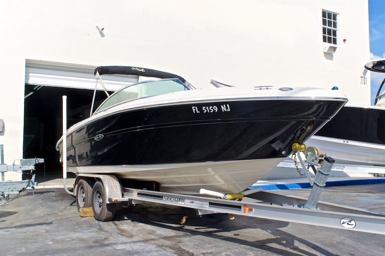 Thumbnail 3 for Used 2006 Sea Ray 220 Select boat for sale in Miami, FL