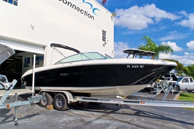 Thumbnail 4 for Used 2006 Sea Ray 220 Select boat for sale in Miami, FL