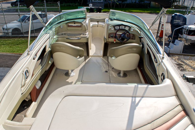 Thumbnail 16 for Used 2006 Sea Ray 220 Select boat for sale in Miami, FL