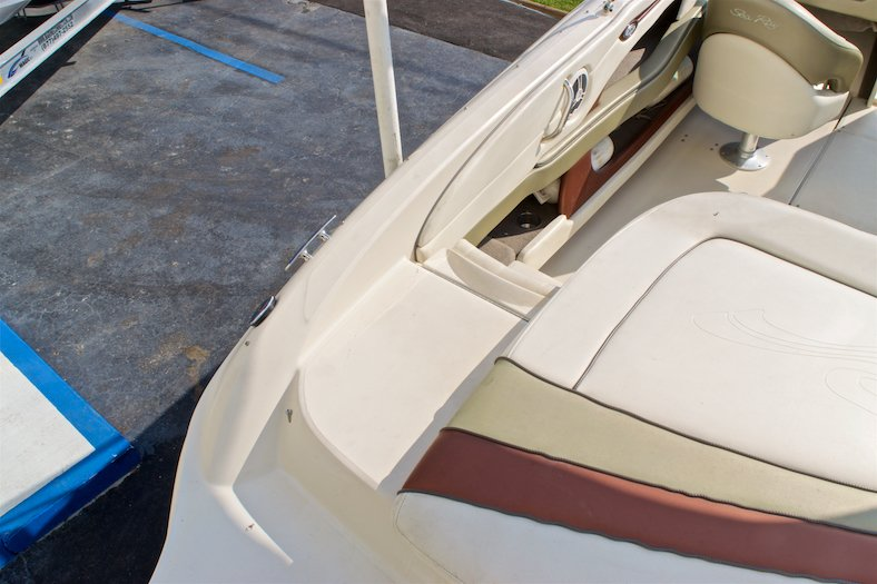 Thumbnail 17 for Used 2006 Sea Ray 220 Select boat for sale in Miami, FL