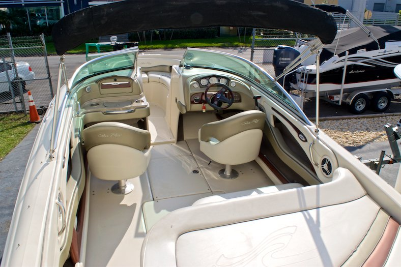 Thumbnail 18 for Used 2006 Sea Ray 220 Select boat for sale in Miami, FL