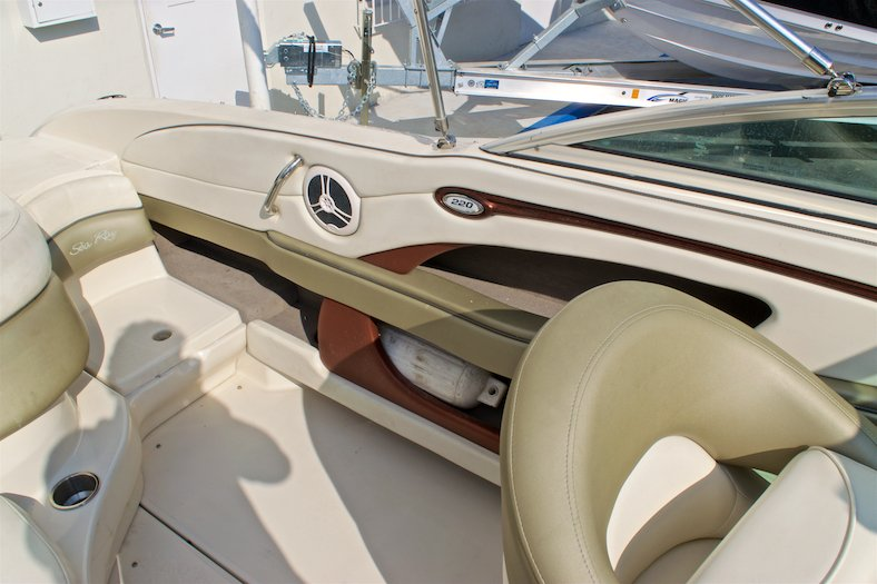 Thumbnail 22 for Used 2006 Sea Ray 220 Select boat for sale in Miami, FL