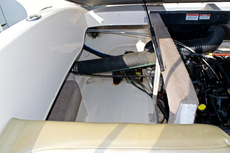 Thumbnail 27 for Used 2006 Sea Ray 220 Select boat for sale in Miami, FL