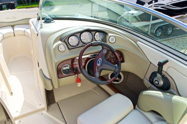 Thumbnail 30 for Used 2006 Sea Ray 220 Select boat for sale in Miami, FL