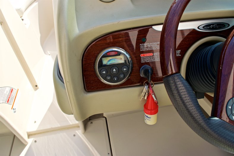 Thumbnail 32 for Used 2006 Sea Ray 220 Select boat for sale in Miami, FL