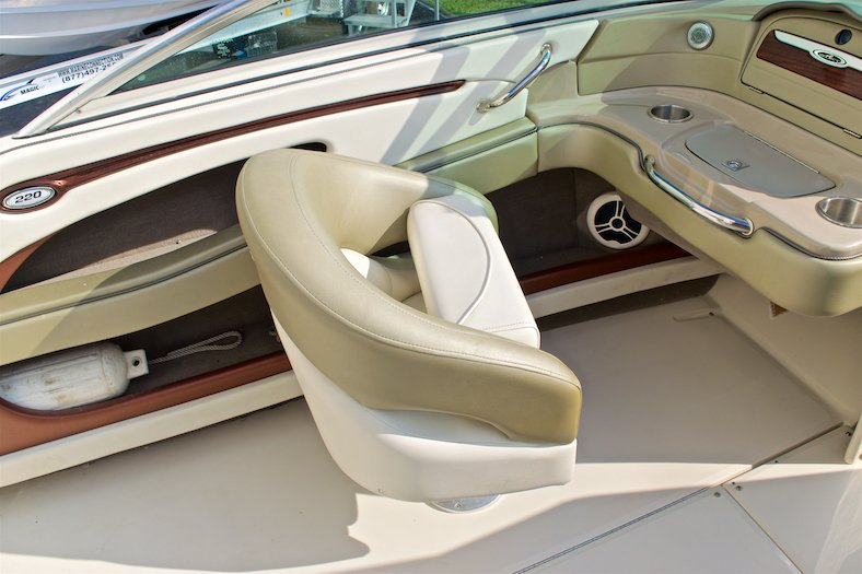 Thumbnail 37 for Used 2006 Sea Ray 220 Select boat for sale in Miami, FL