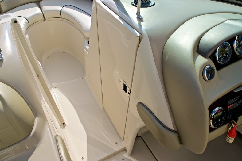 Thumbnail 43 for Used 2006 Sea Ray 220 Select boat for sale in Miami, FL