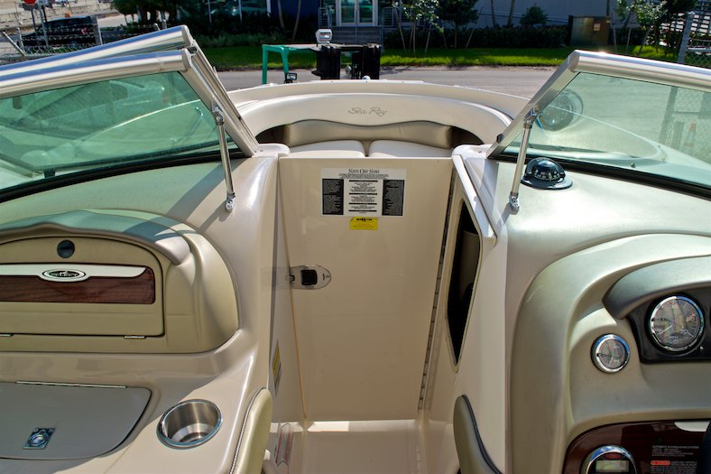 Thumbnail 44 for Used 2006 Sea Ray 220 Select boat for sale in Miami, FL