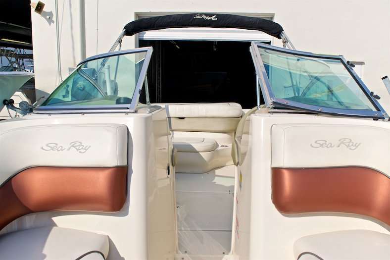 Thumbnail 49 for Used 2006 Sea Ray 220 Select boat for sale in Miami, FL