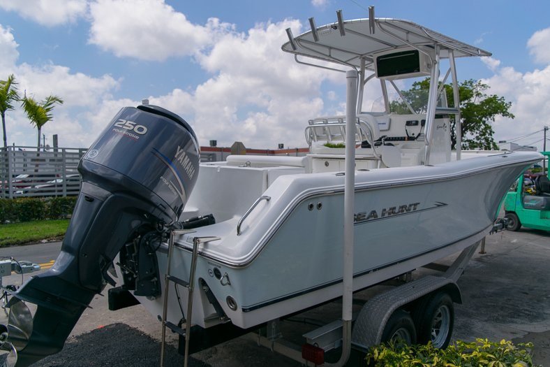 Thumbnail 3 for Used 2010 Sea Hunt Gamefish 24 Center Console boat for sale in Miami, FL