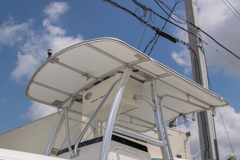 Thumbnail 7 for Used 2010 Sea Hunt Gamefish 24 Center Console boat for sale in Miami, FL