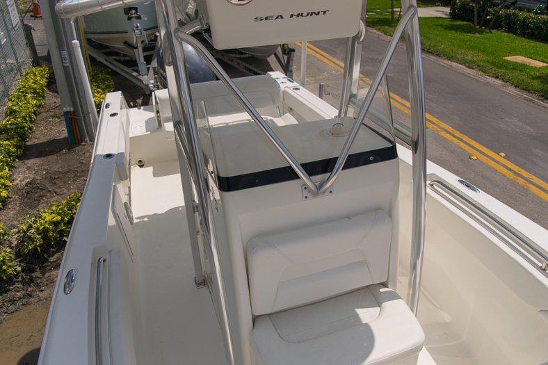 Thumbnail 60 for Used 2010 Sea Hunt Gamefish 24 Center Console boat for sale in Miami, FL