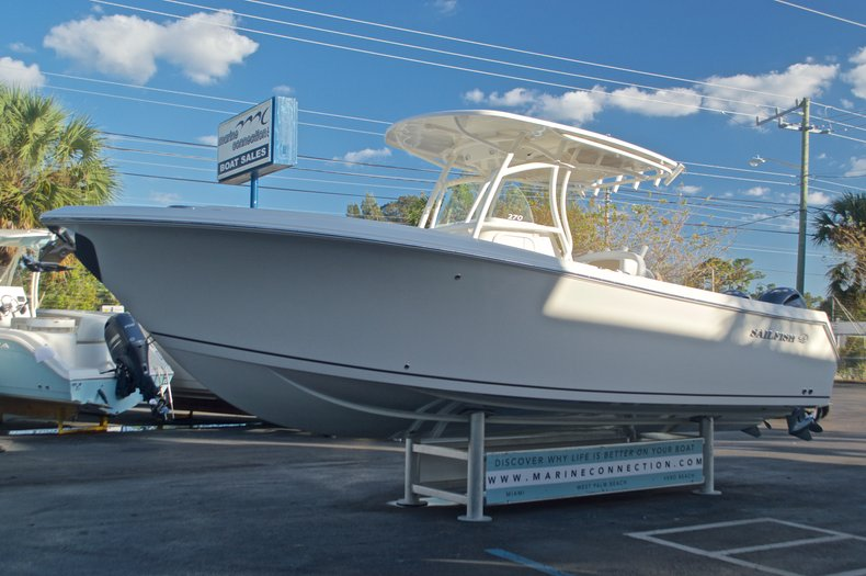 Thumbnail 3 for New 2016 Sailfish 270 CC Center Console boat for sale in Miami, FL