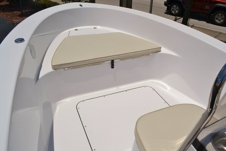 Thumbnail 7 for New 2016 Sportsman 19 Island Reef boat for sale in Miami, FL