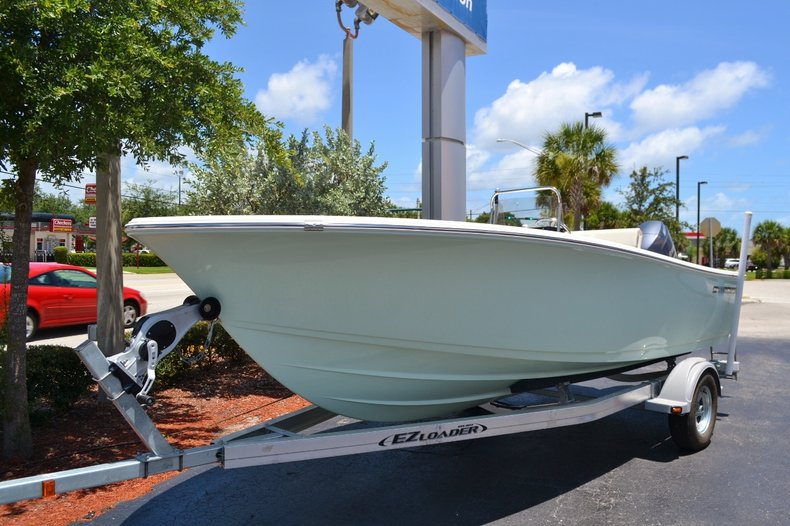 Thumbnail 15 for New 2016 Sportsman 19 Island Reef boat for sale in Miami, FL