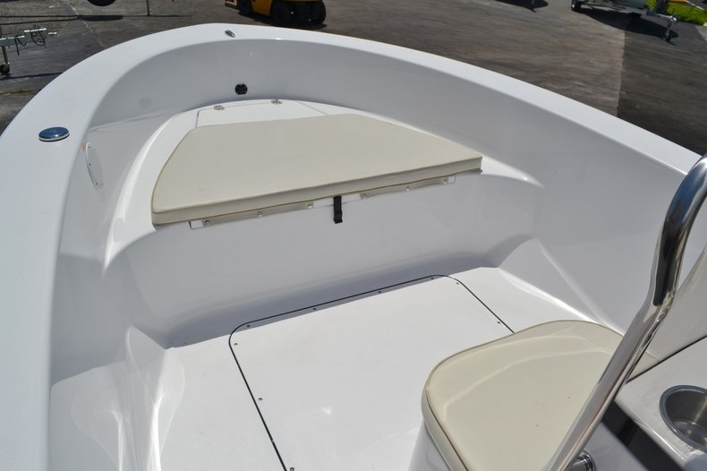 Thumbnail 10 for New 2016 Sportsman 19 Island Reef boat for sale in Miami, FL