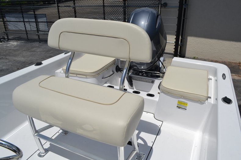 Thumbnail 12 for New 2016 Sportsman 19 Island Reef boat for sale in Miami, FL