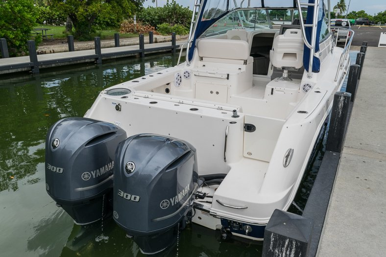 Thumbnail 14 for Used 2016 Robalo R305 Express Walkaround boat for sale in Miami, FL