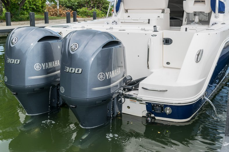Thumbnail 16 for Used 2016 Robalo R305 Express Walkaround boat for sale in Miami, FL
