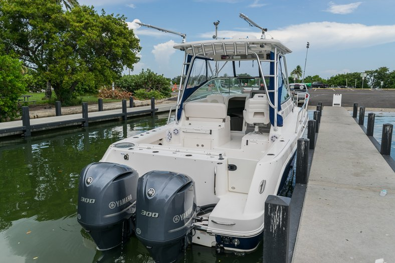 Thumbnail 15 for Used 2016 Robalo R305 Express Walkaround boat for sale in Miami, FL