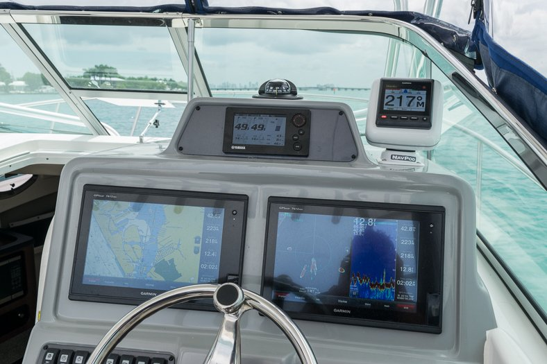 Thumbnail 36 for Used 2016 Robalo R305 Express Walkaround boat for sale in Miami, FL