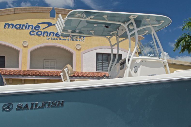 Thumbnail 8 for New 2017 Sailfish 240 CC Center Console boat for sale in Miami, FL