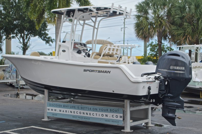 Thumbnail 5 for New 2017 Sportsman Open 212 Center Console boat for sale in Miami, FL