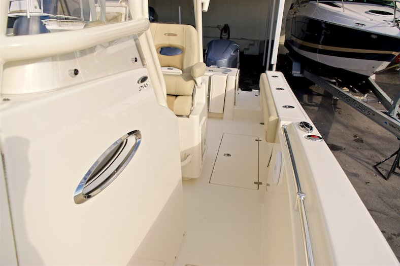 Thumbnail 21 for New 2017 Cobia 296 Center Console boat for sale in Miami, FL
