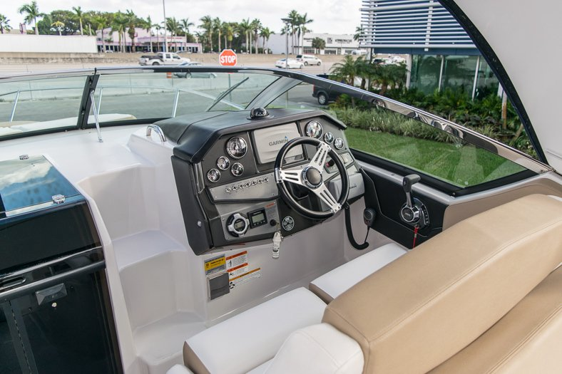 Used 2014 Four Winns Vista 275 Cruiser boat for sale in